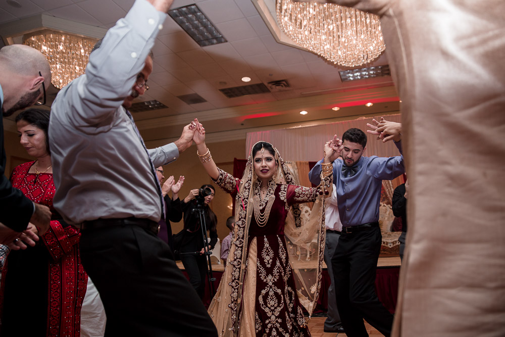 traditional pakistani wedding dancing